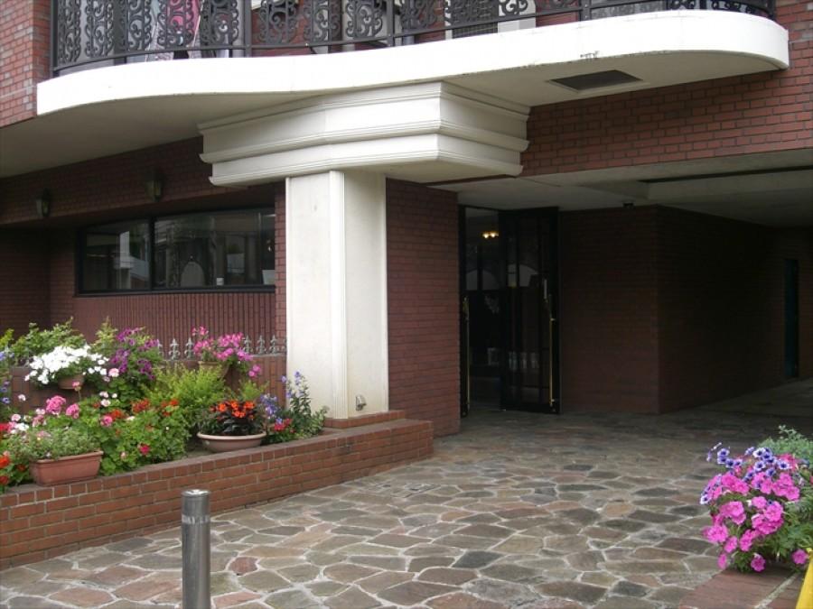 Marveras Garden Court